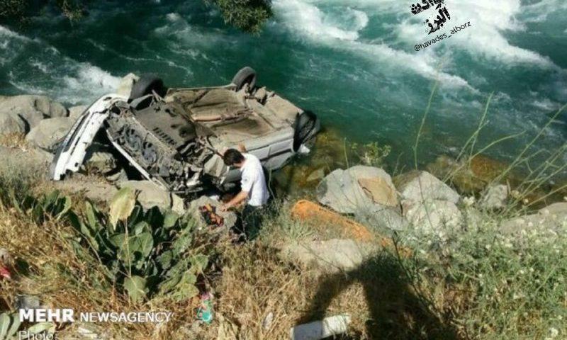 سلفی گرفتن به قیمت سقوط در رودخانه کرج