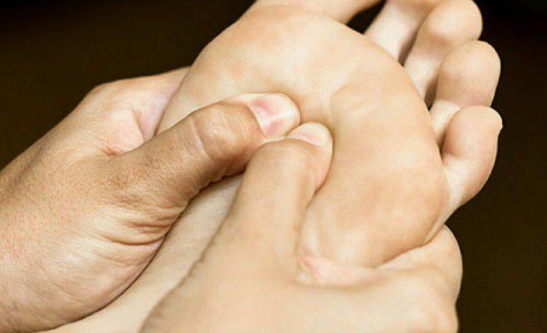 رفع طبیعی داغی کف پا در انسان