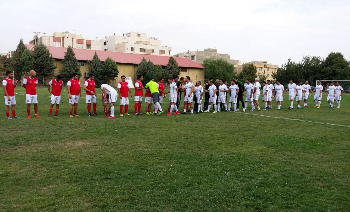 برگزاری مسابقه فوتبال تیم منتخب کرج و بزرگسالان
