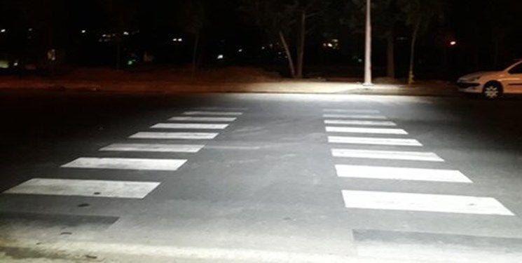 اجرای طرح آشکارسازی مسیر عابرپیاده با نورپردازی نقطهای در کرج
