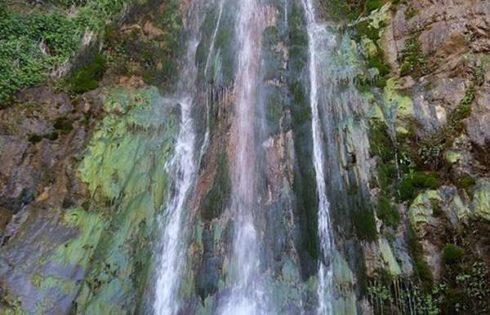 آبشاری در روستای آغشت