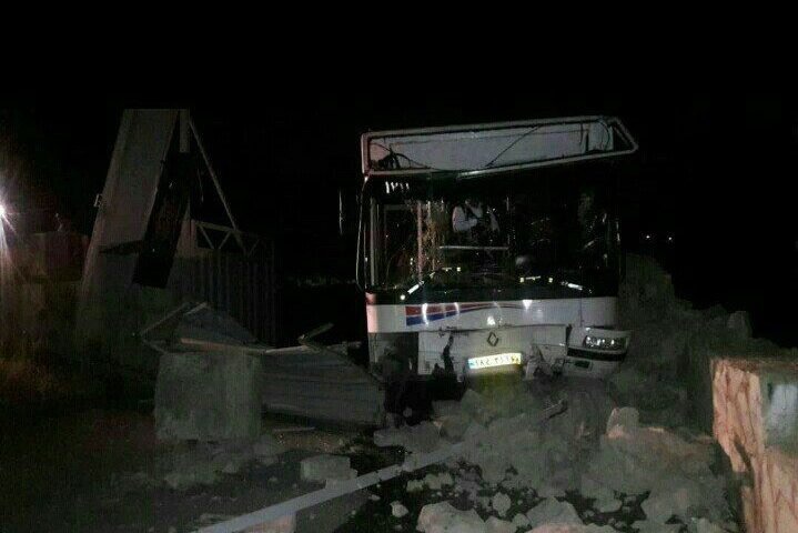 واژگونی اتوبوس معلولان در کرج با ۱۴ مصدوم