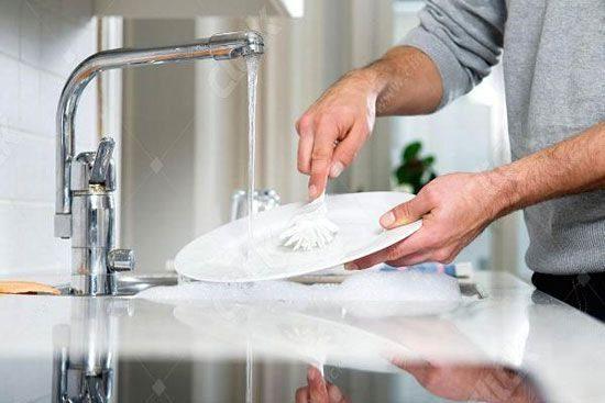 مایع ظرفشویی و مواد شوینده مینای ناخن را از بین می برند