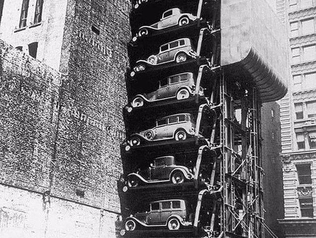 پارکینگ طبقاتی آسانسوری در نیویورک سال ۱۹۲۰