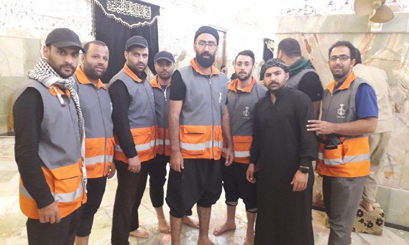 غبار رویی حرم حضرت علی(ع) توسط خادمین شهرداری کرج