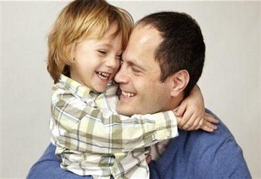 ️هرچه پیوند عاطفی با فرزندتان محکم باشد، مقاومت روانی او نیز در مقابل شما پایین خواهد آمد