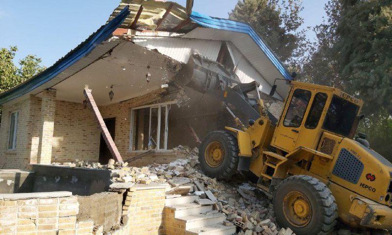 ️ تخریب ساخت و ساز های غیر مجاز در اراضی کشاورزی و باغات شهر مشکین دشت با حکم دادستانی