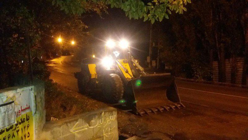 متاسفانه یک دستگاه پراید با برخورد به سنگ های ریزشی داخل جاده دچار صدمه شدید شد