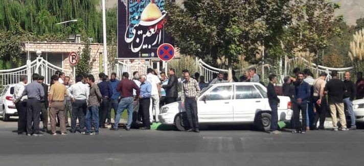 ️اعتراض جمعی از نانوایان استان به اعلام نشدن نرخ نامه، مقابل استانداری