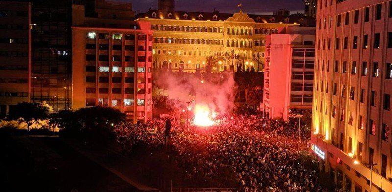آتش زدن ساختمان مجلس شورای دولتی لبنان درمرکز بیروت توسط معترضین
