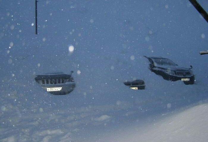 ️ خودروهای مدفون در برف   ش