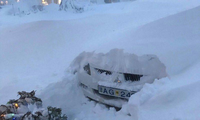 بارش سنگین برف Akureyri Icela